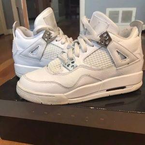 Shoes - Air Jordan Retro 4